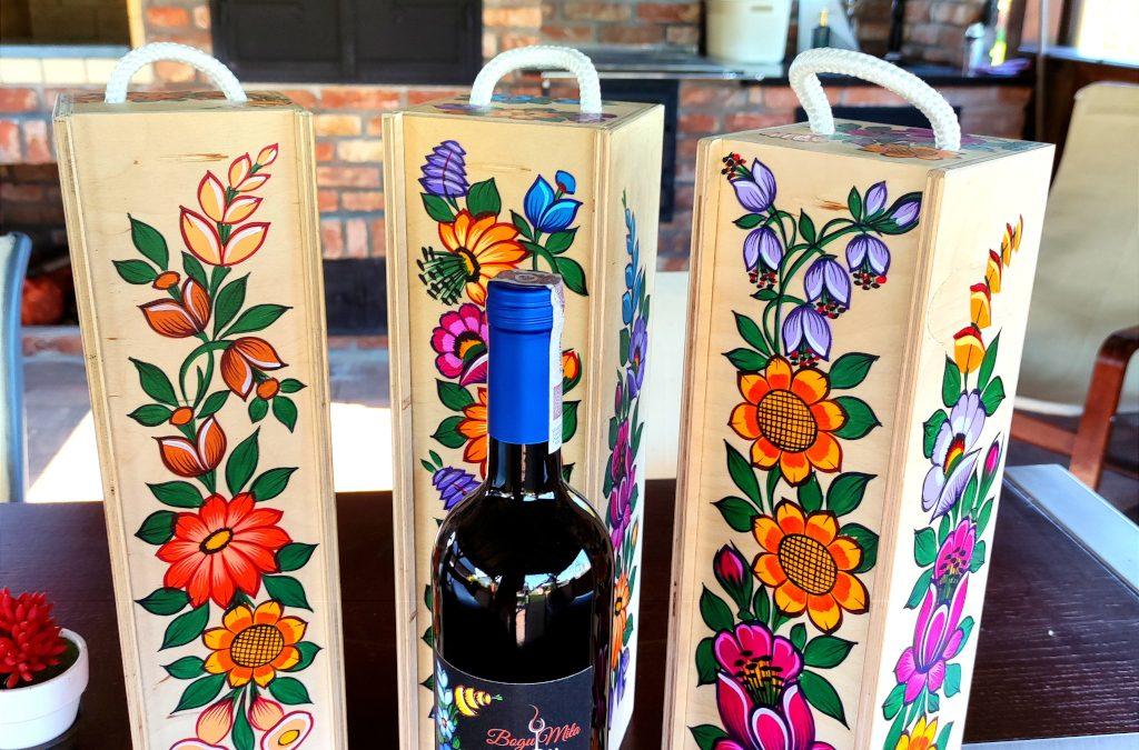 Winnica Bogu-Miła: wina, wędzarnia, zalipiańskie kwiaty…